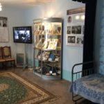 В числе экспонатов ― оригинальные фотографии из семейного архива и личные вещи С. И. Фуделя